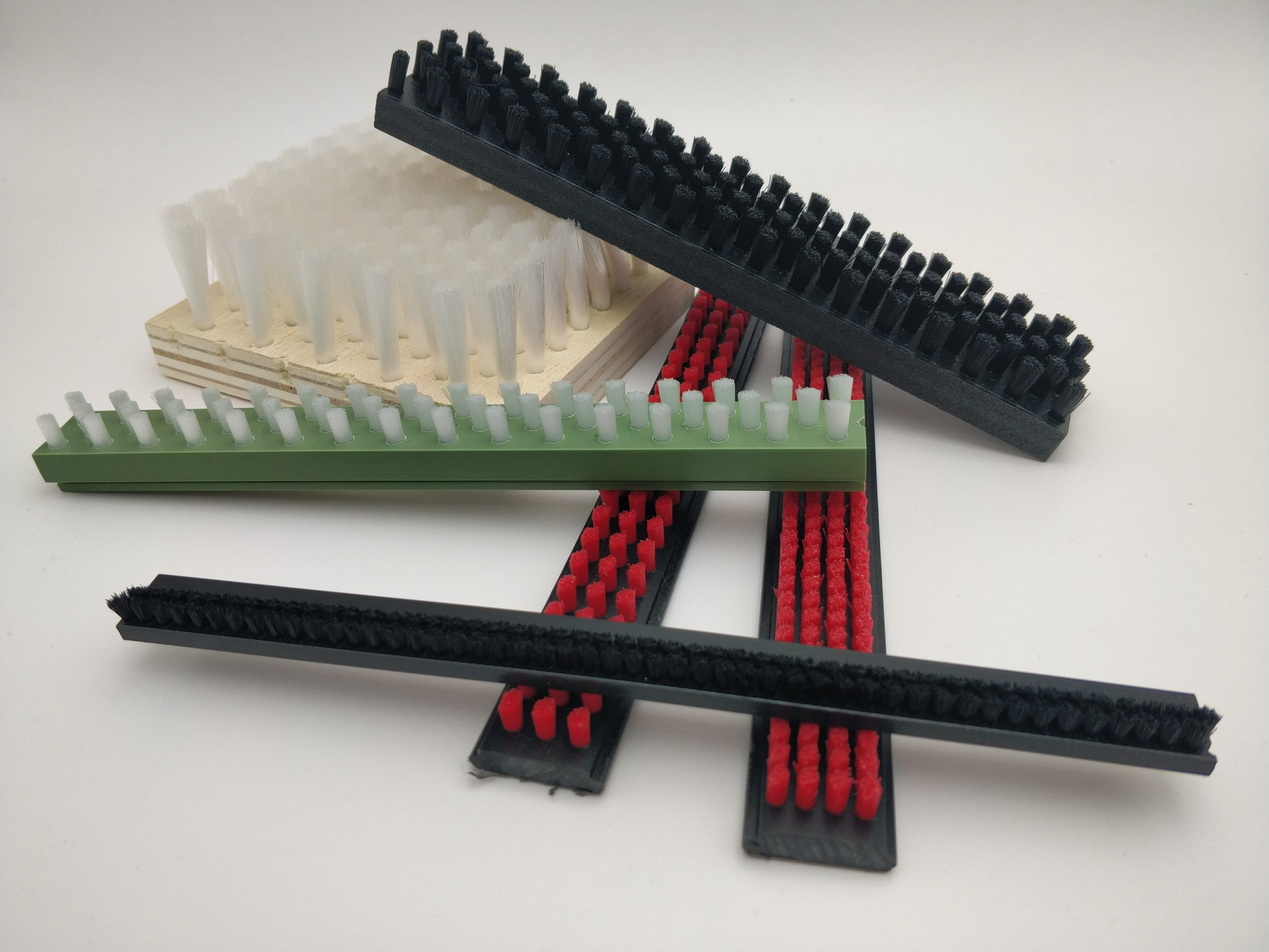 cepillos para proteger superficies de trabajo